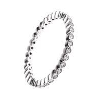 Pierścionek typu ring z białego złota z brylantami