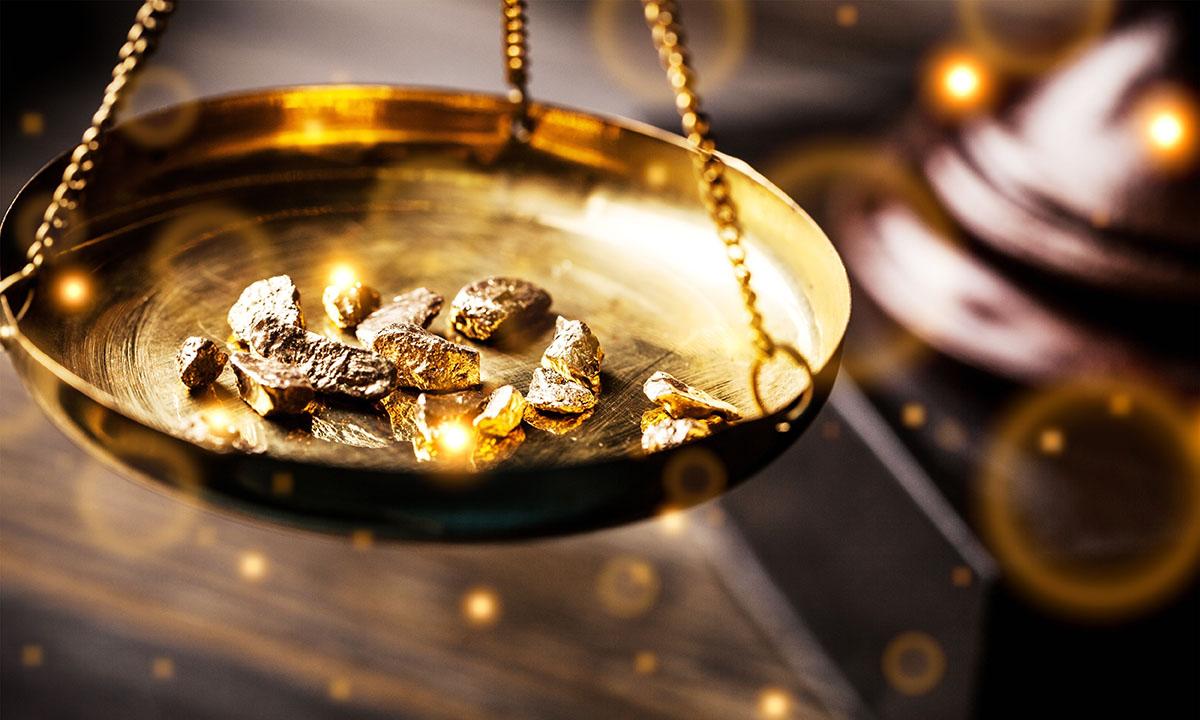 Złoto na wadze jubilerskiej